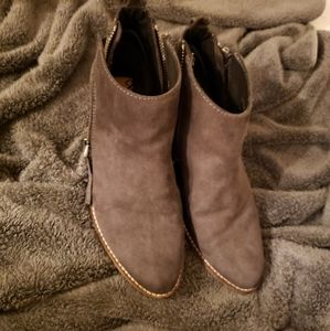Dolce vita dv8 ankle boots